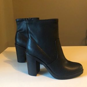 Chunky Black Platform Block Heel. Zip Closure 8.5